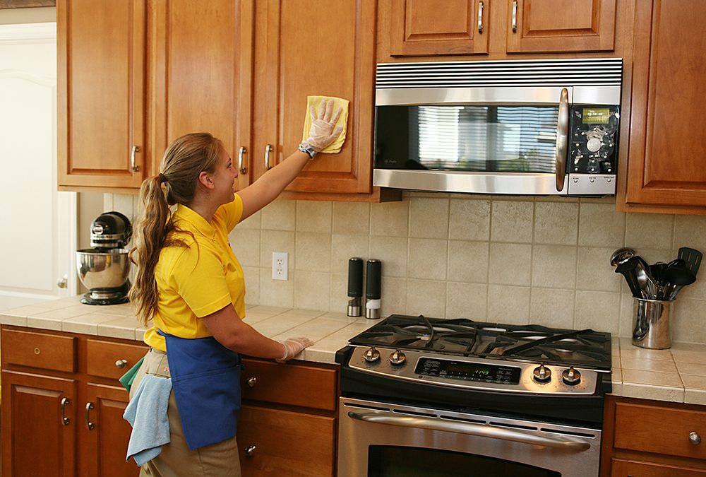 Weekly Kitchen cleaning tips